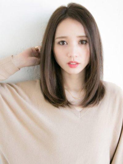 40代女性におすすめの髪型ミディアムストレートの前髪ありと前髪