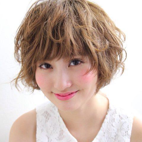くせ毛を生かしたヘアスタイル 髪型