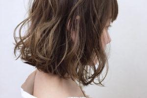 くせ毛を生かした髪型 女 ボブ